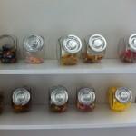 Süßigkeiten-Regal auf der Arbeit